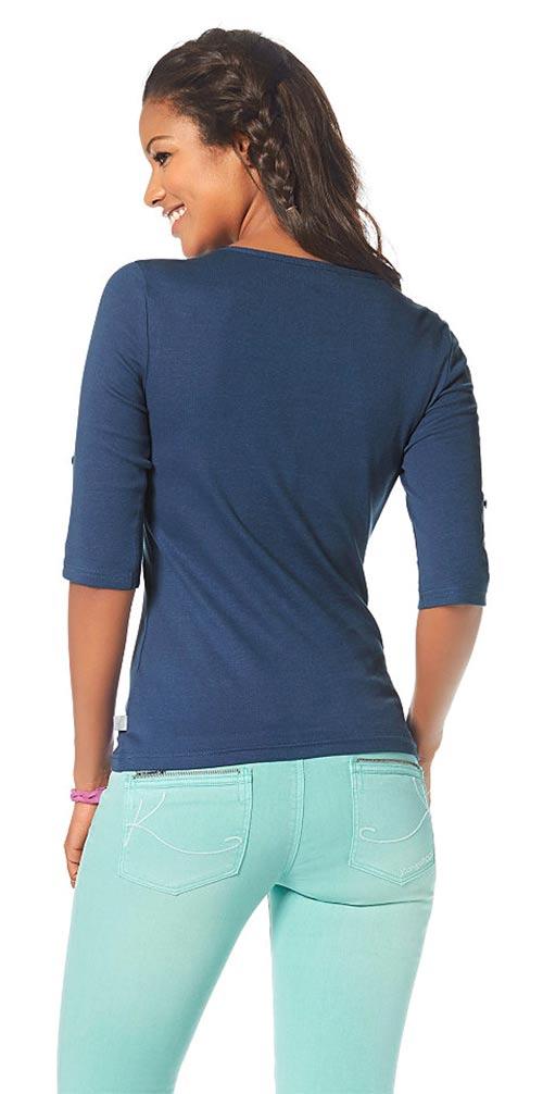 Modré tričko k džínám