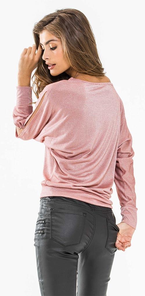 Lesklý dámský top ke koženým kalhotám