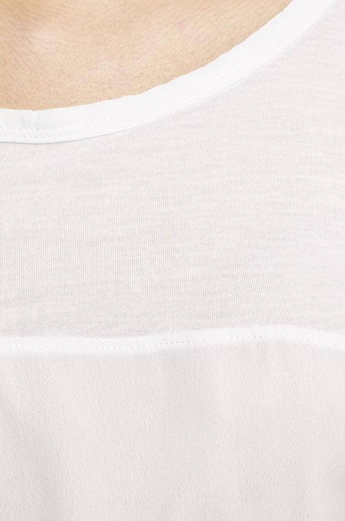 Bílé tričko s vsadkou