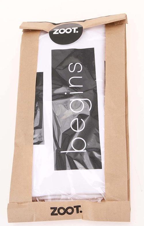 Balení trička do papírové tašky