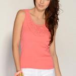 Bavlněné tričko zdobené paličkovanou krajkou