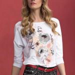 Elegantní dámské tričko v bílé barvě s potiskem něžných květin