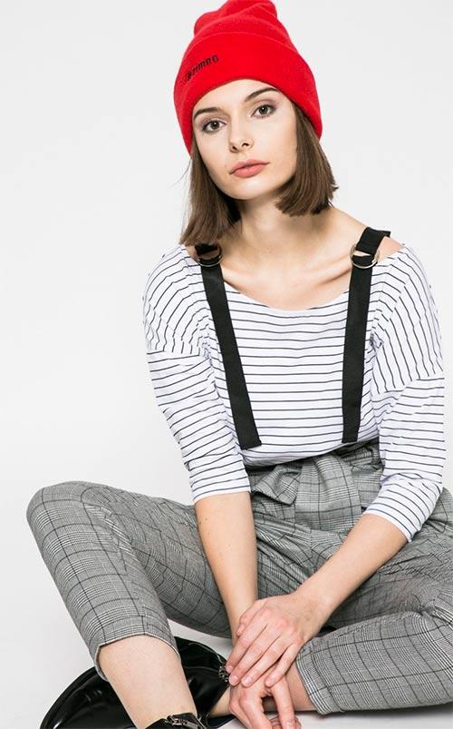 Mladistvě vypadajcí dámské tričko