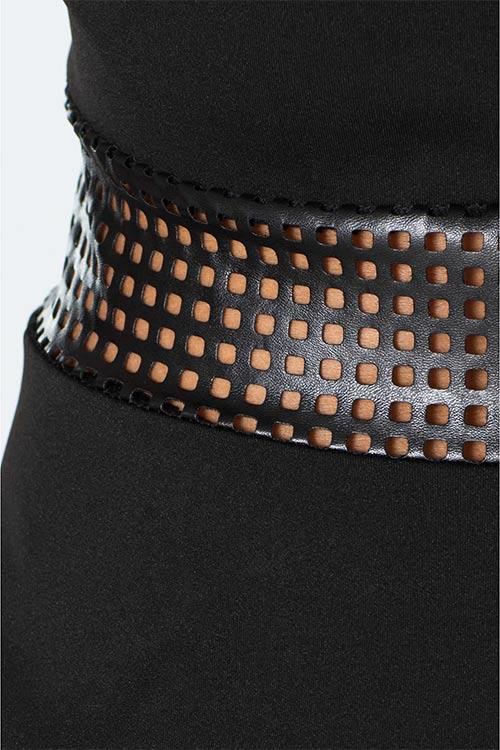 Děrovaná kožená vsadka černé barvy