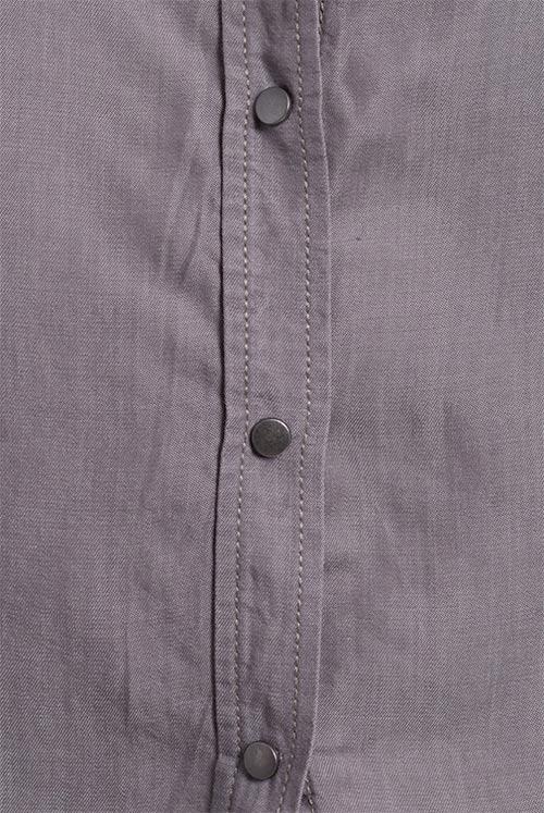 Dámská košile se zapínáním na cvočky