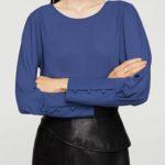 Modrá dámská halenka k vysoké sukni