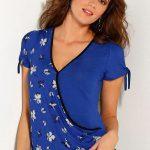 Modré tričko s překřížením a krátkými rukávy