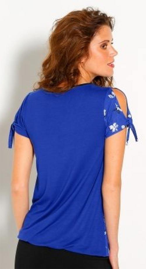 Modré tričko s průstřihy na ramenou