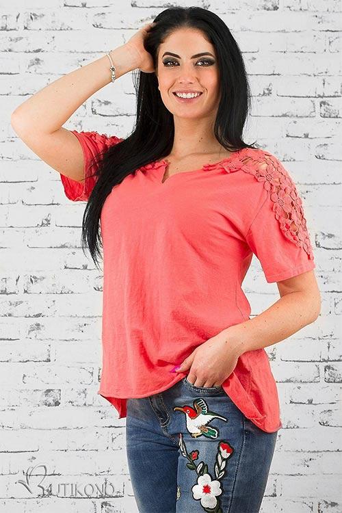 Růžové tričko zdobené krajkou