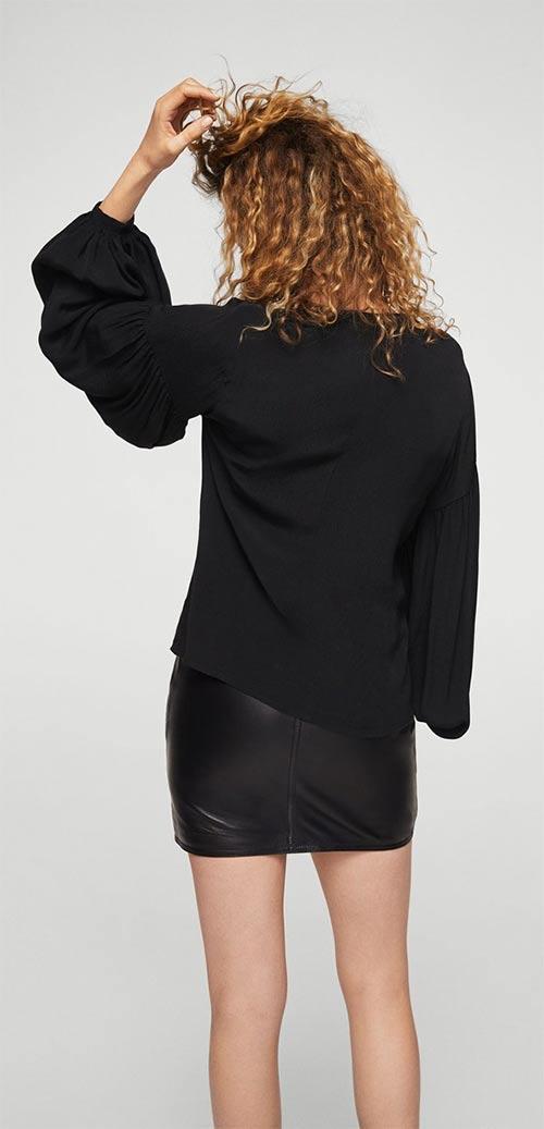 Černá halenka s rozevlatými rukávy