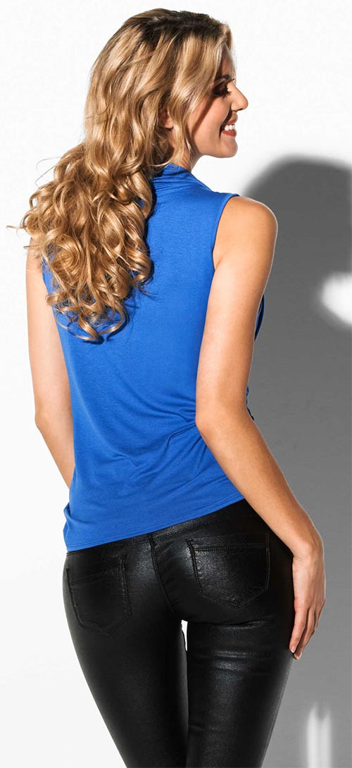 Modré tričko ke koženým kalhotám