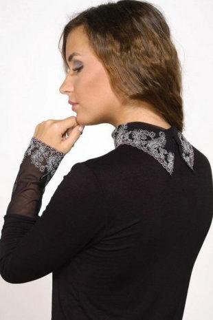Černá halenka s krajkovým límečkem