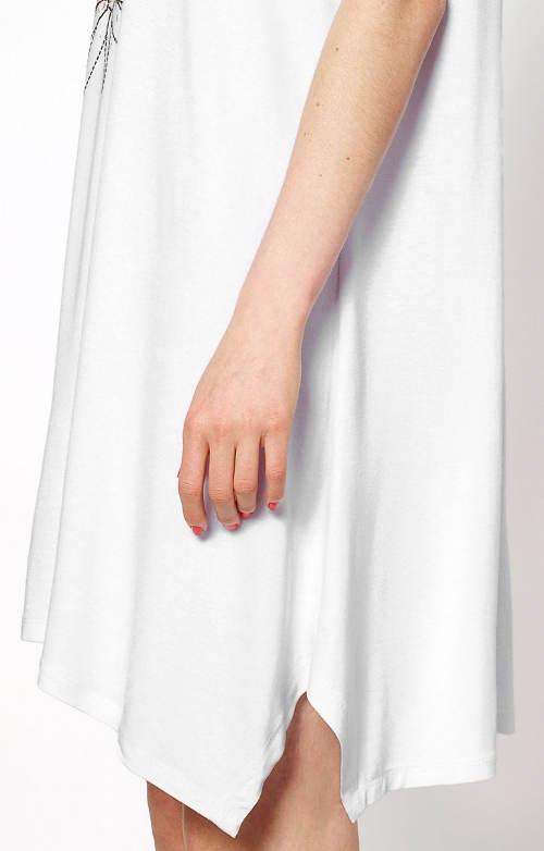 Asymetrické šaty pro těhotné