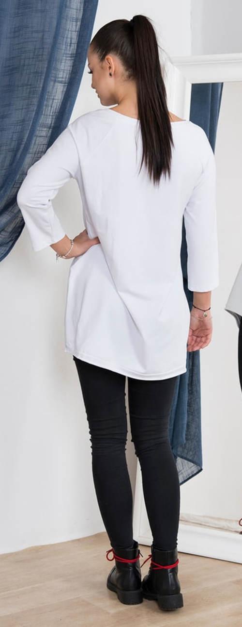 Dlouhé bílé tričko k leginám