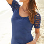 Modré dámské tričko s háčkovanými rukávy