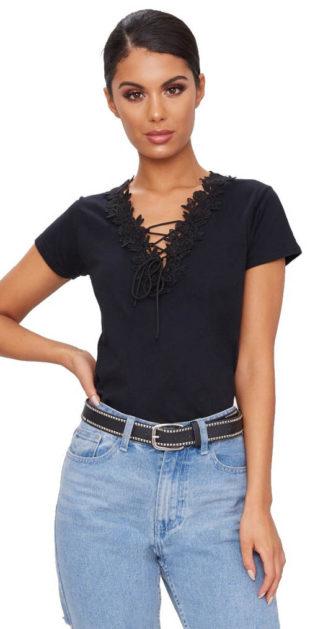 Černé tričko s vyšívanou krajkou a šněrovačkou