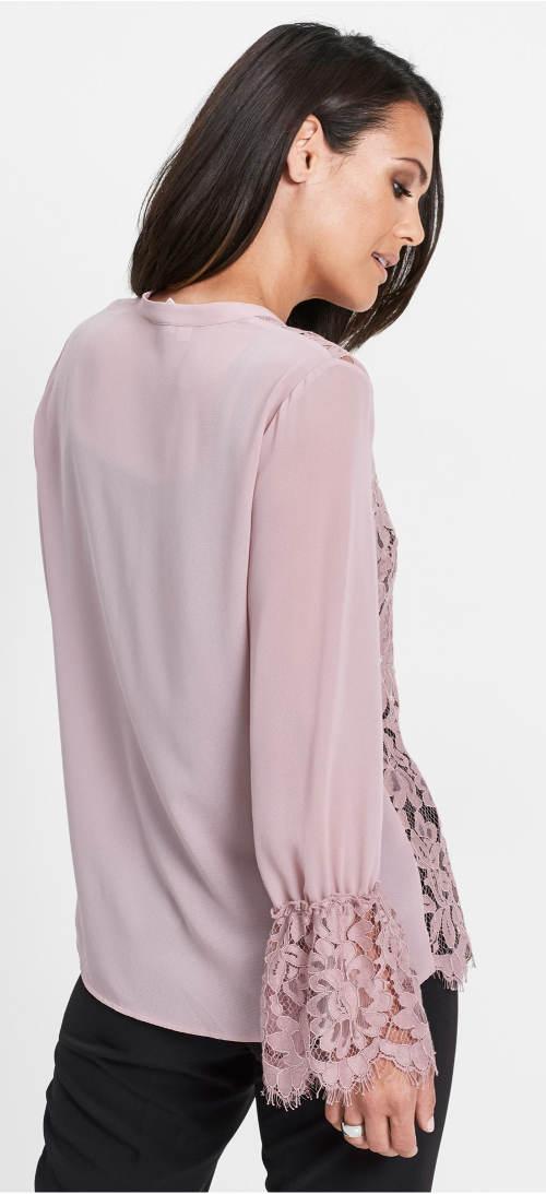 Růžová halenka s volnými krajkovými rukávy