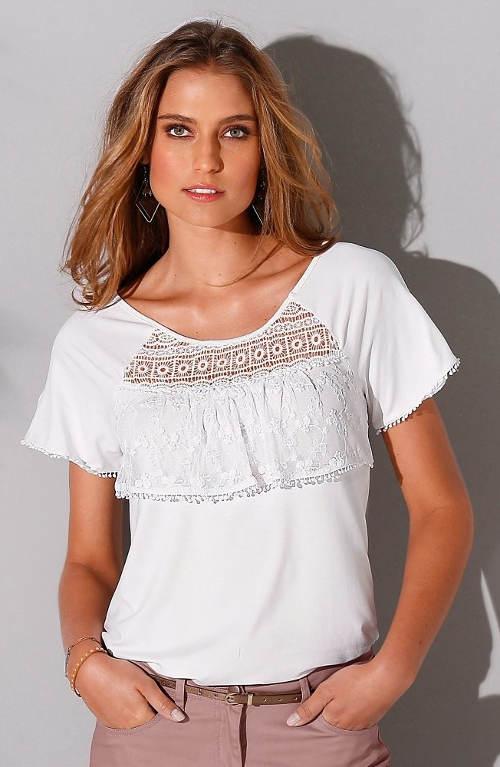 Bílé tričko s vyšívaným volánem přes prsa