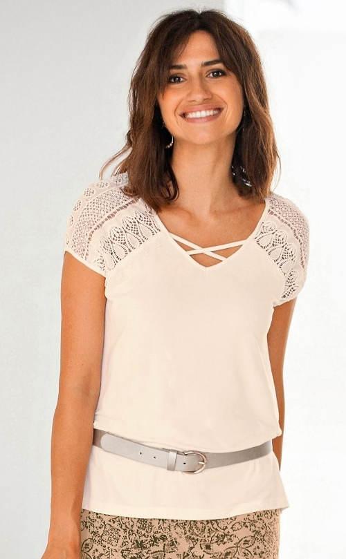 Tričko s hačkovanými vsadkami na ramenou