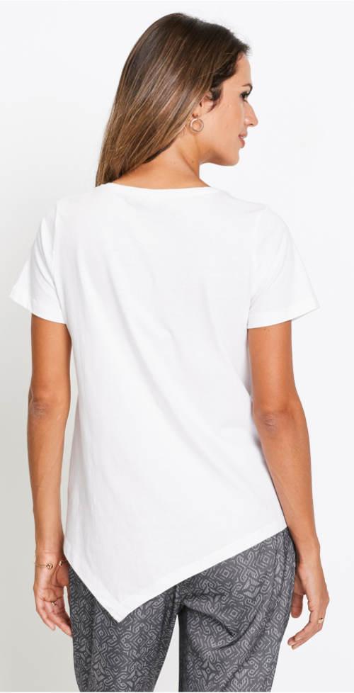 Bílé tričko s cípem přes zadek