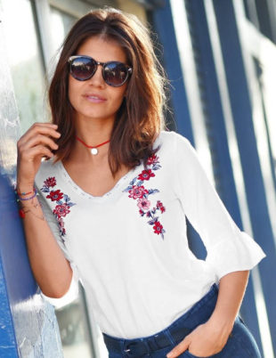 Bílé tričko s květinovou výšivkou