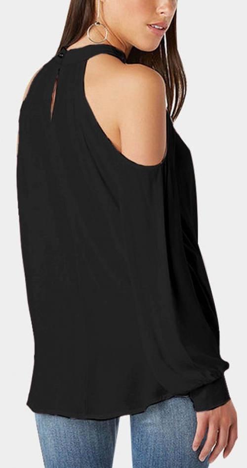Volný černý top s průstřihy na ramenou