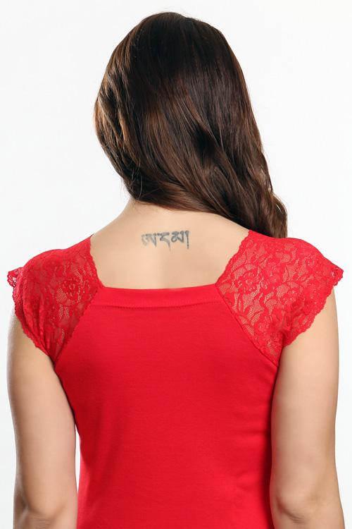 Červená letní halenka s krajkou