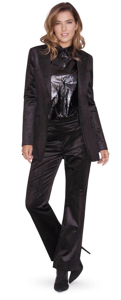 Lesklá košile pod sako