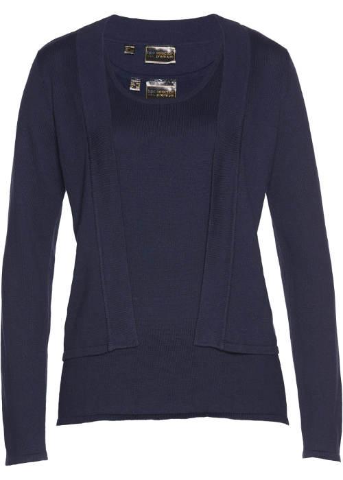 Modrá dámská halenka a lehký svetřík
