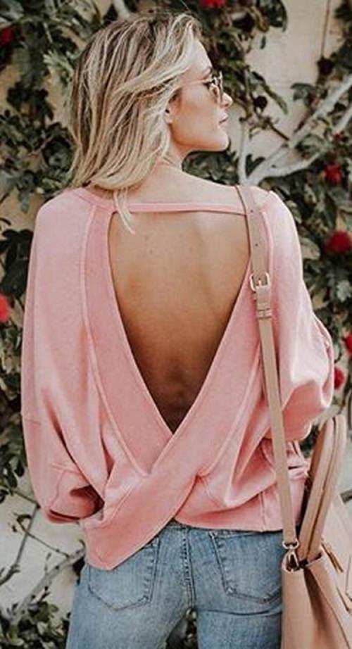 Lehký dámský svetřík s odhalenými zády