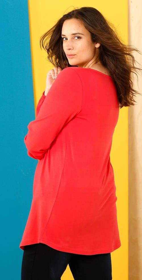 Volné dlouhé červené dámské tričko