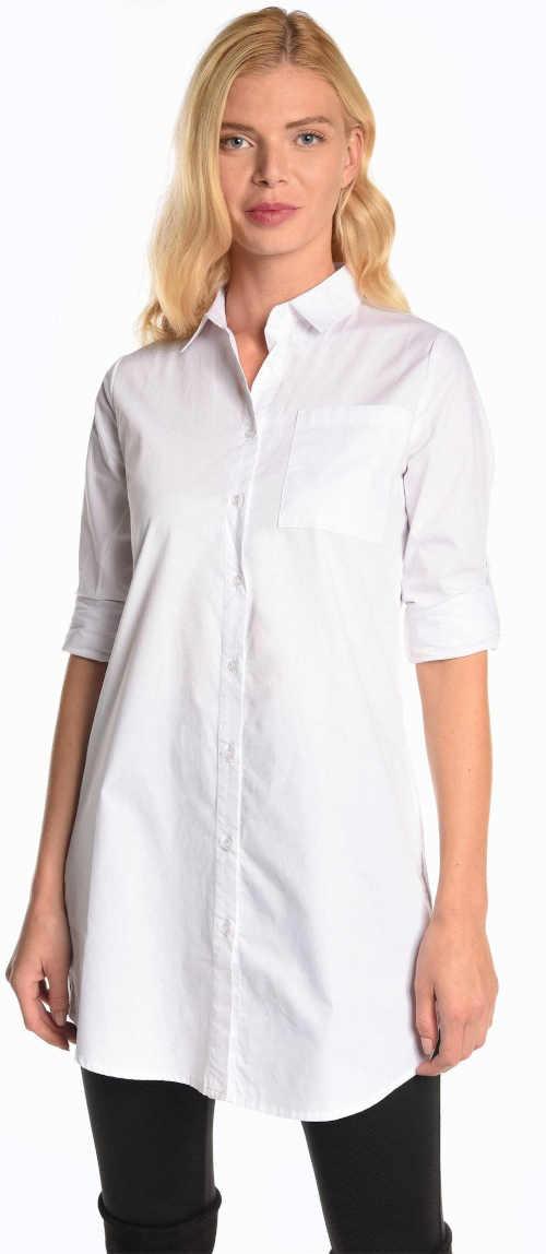 Elegantní halenka košilového střihu zakrývající větší zadeček