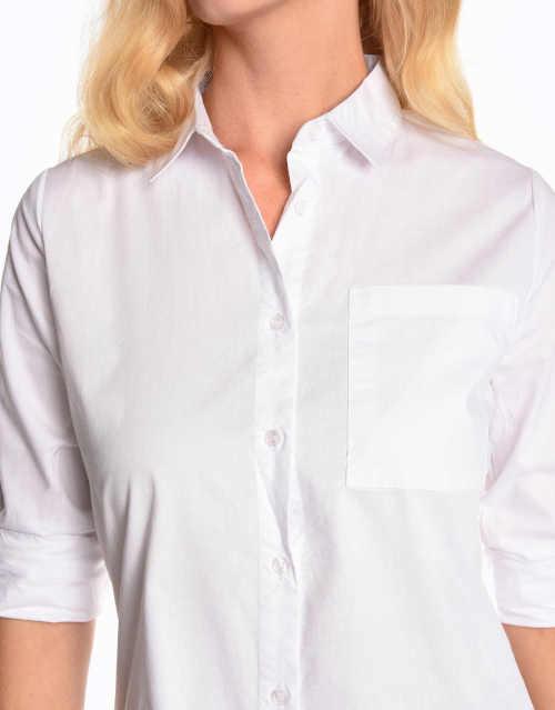 Stylová dámská bílá košile  s náprsní kapsou