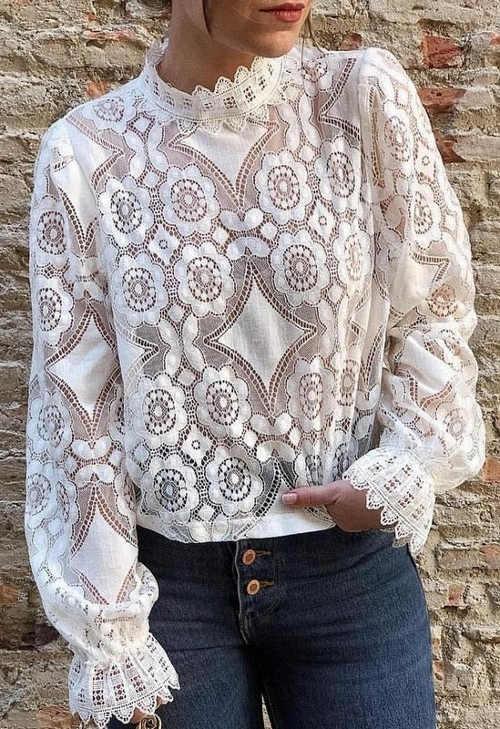 Bílá celokrajková dámská halenka s dlouhými rukávy
