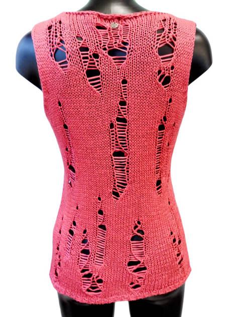 Růžová přízová vesta s dírami