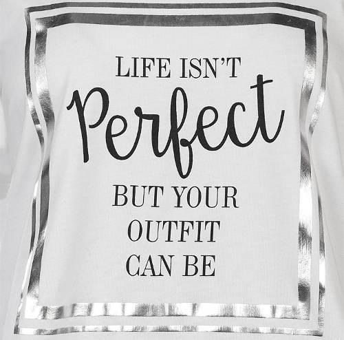 Tričko s nápisem život není perfektní, ale tvůj outfit může být