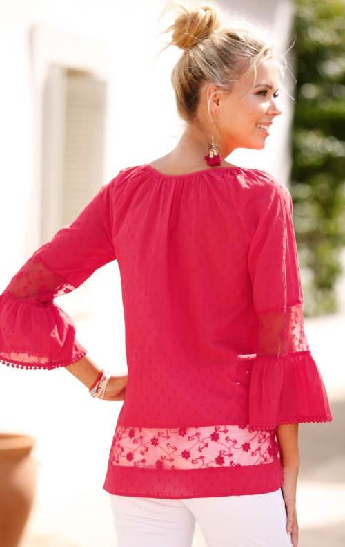 Růžová letní halenka s průsvitnými krajkovými vsadkami