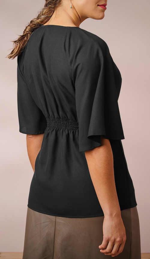 Pohodlná černá halenka ke kožené sukni