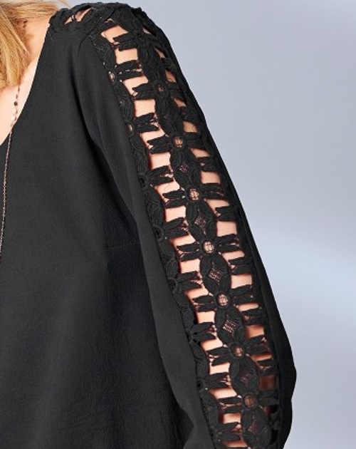 Černá dámská halenka s mašlí na zádech