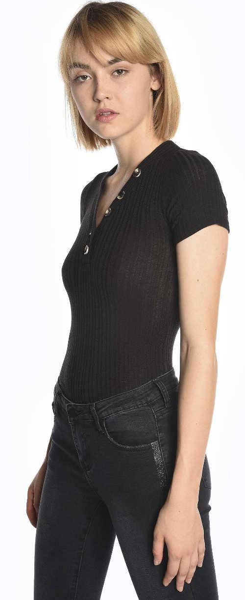 Levné černé žebrované tričko s krátkým rukávem