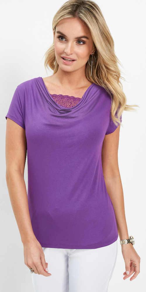 Fialové dámské tričko s krajkou ve výstřihu