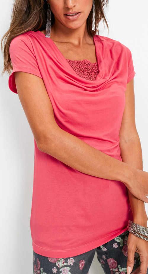 Růžové dámské tričko s výstřihem typu voda