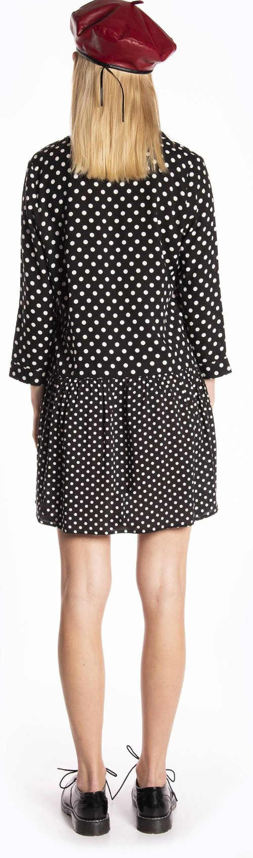 Černobílé puntíkované dámské šaty s tříčtvrtečními rukávy
