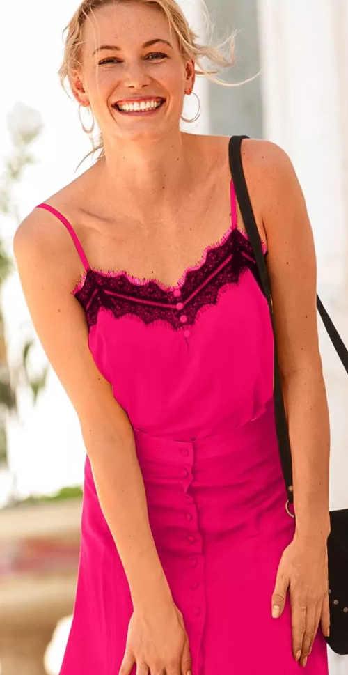 Růžové letní tílko s černou krajkou
