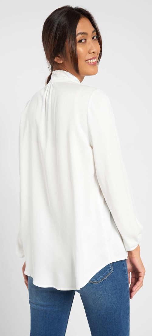 Bílá halenka s dlouhými rukávy a prodlouženým zadním dílem