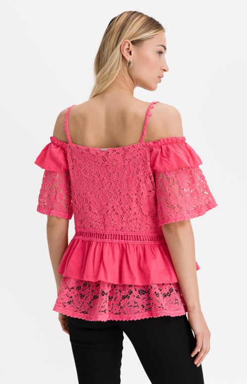 růžová halenka z bavlny zdobená volány