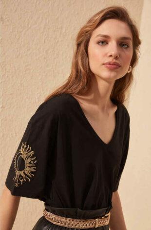 Bavlněné dámské moderní triko s véčkovým výstřihem
