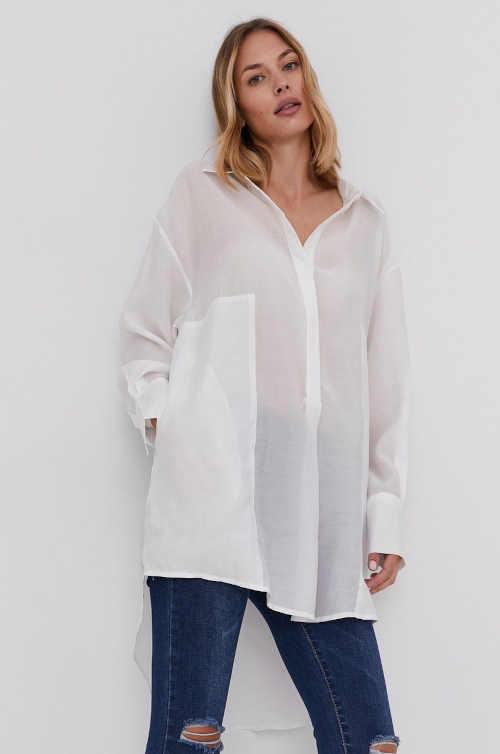 bílá košile s kapsami