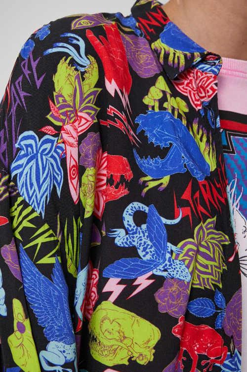 košile v barevném provedení